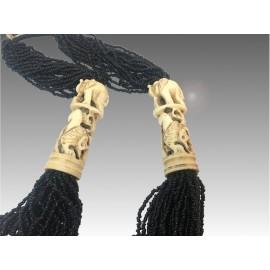 Collana con osso di yak inciso